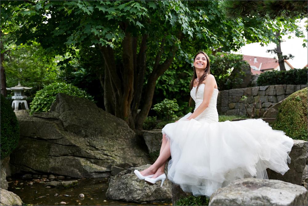 Romantische Hochzeit Fotoshooting im Japanischen Garten in Freiburg im Breisgau. Fotografiert von der Hochzeitsfotografin Soraya Häßler.
